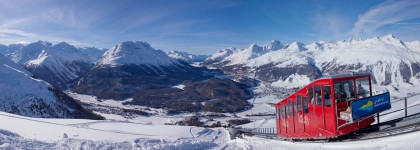 ENGADIN ST. MORITZ - Panorama Muottas Muragl mit der Standseilbahn. Blick ueber die gefrorenen Oberengadiner Seen.   ENGADIN ST. MORITZ - Panorama of Muottas Muragl, with the funicular railway and view over the frozen Upper Engadin lakes.   ENGADIN ST. MORITZ - Panorama di Muottas Muragl con la funicolare. Scorcio sui laghi ghiacciati dell¿Alta Engadina.  Copyright by: ENGADIN St. Moritz By-line: swiss-image.ch/Christof Sonderegger